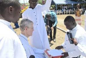 Br Freel, CSC, receives the Final Vows of Br Mensah, CSC