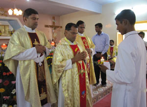 Rev Justin Diraviyam, CSC, Presiding at the Mass