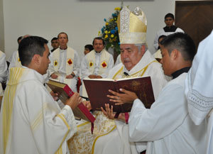 Armando receives the Book of the Gospels from the Archbishop