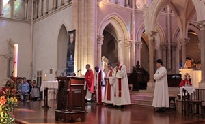 Fr DeRiso celebrates Mass with the Notre Dame pilgrimgs