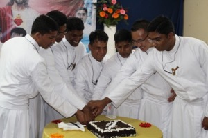 The seven newly finally professed cut a cake in their celebration