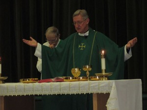 Fr Miscamble presides at Mass during Catholic Schools Week at ND High School