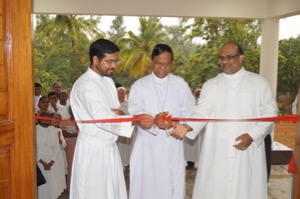 Fr Leo D'Souza cuts the ribbon for the new St André Home