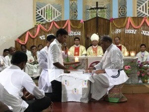 Br Subal Rozario, CSC, receives a novices' First Vows