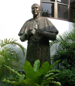 Peyton Statue in the Philippines
